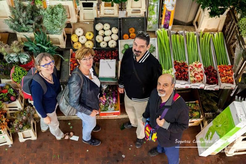 Ilse, Anne-Riet, Luca e Lucio al mercato dei fiori di Roma